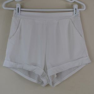 Honey Punch Size Small Two Pocket Lined Shorts